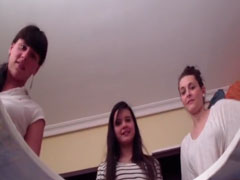 Drei Girls und ihr Piss Sklave