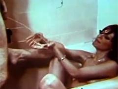 Retro pissen in der Badewanne