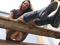 Amateurin auf dem Klo gefilmt