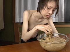 Japanerin beim Kotzen extrem