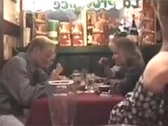 Öffentlich im Restaurant pissen