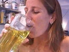 Eigenurin trinken hält jung