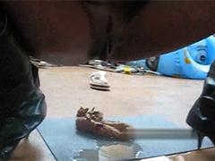 Ebony Schlampe pisst und scheisst