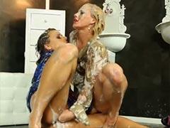 Schleim Dusche für sexy Lesben