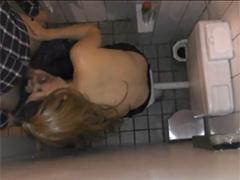 Gangbang auf Toilette