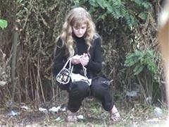 Beim Outdoor pinkeln heimlich gefilmt