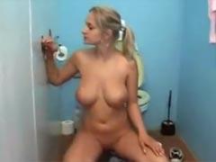 Auf Toilette geilen Gloryhole Sex haben