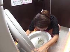 Kotzen auf öffentliche Toilette