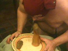Fetter Sklave beim Dildo Scatsex