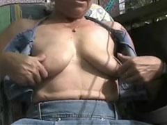 Schwangere filmt sich selbst beim Pissen