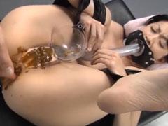 Geisha isst ihre eigene Scheisse