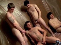 Gays beim Gruppen Wichsen und pissen