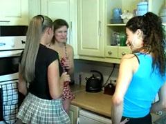 Drei Pipi Girls geben Vollgas