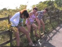 Besoffene Girls pinkeln live