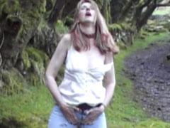 Draussen in die Jeans pissen