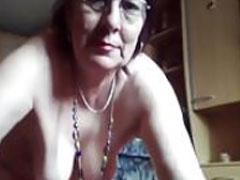 Oma pinkelt vor der Webcam