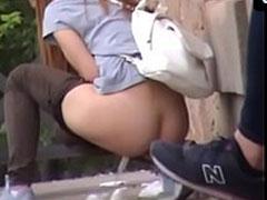 Geiler Spanner filmt Mädchen beim Pissen