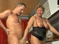 Hausfrauen pissen auf ihre Männer