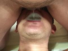 Mann in den Mund Pissen