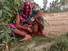 Geil pissende Inderin im Natursekt Amateur Porno